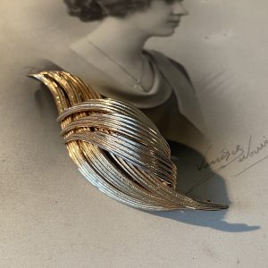 Gross Vintage Goldtone Brooch