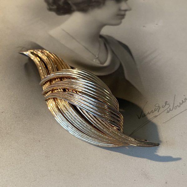 Gross Vintage Goldtone Brooch